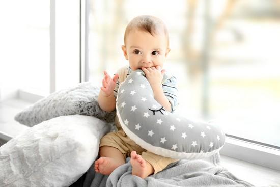 worauf achten beim kauf eines stillkissens. Black Bedroom Furniture Sets. Home Design Ideas